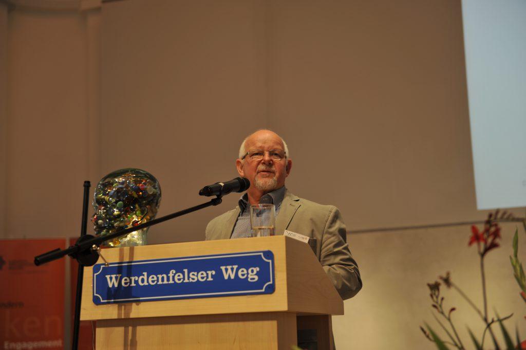 """""""Ich will mich"""" Erfolgreiche Entmedikamentisierung von Menschen mit Behinderungen Gerhard Ackermann, Leiter des Regenbogenhauses Magdeburg"""