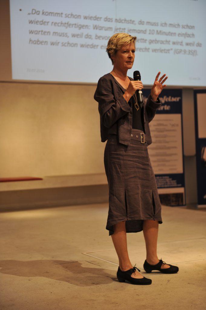 Forschungsergebnisse: Menschenrechte in der stationären Altenhilfe Prof. Dr. Constanze Giese, KSFH München